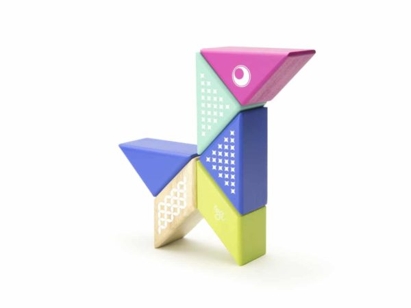 PAL HUM 706T Magnetická hracka Tegu Hummingbird 600x450 - Magnetická stavebnica Tegu Kolibrík