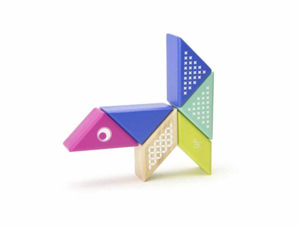 PAL HUM 706T Magnetická hracka Tegu Kolibrík 600x450 - Magnetická stavebnica Tegu Kolibrík