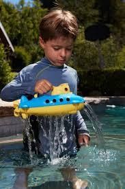 Zlta ponorka Green Toys hra vo vode